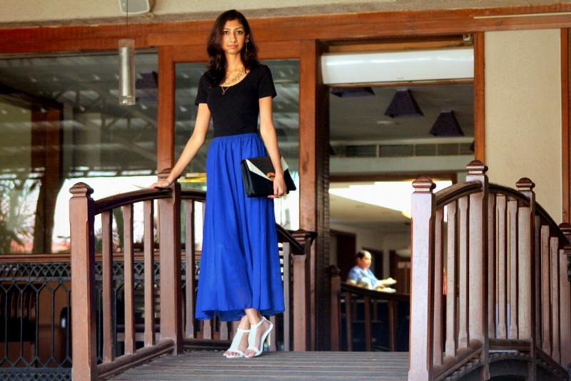 188金宝搏集团印度的蓝色蓝色裙子,印度时装周,印度时装博客,穿着蓝色裙子的时装